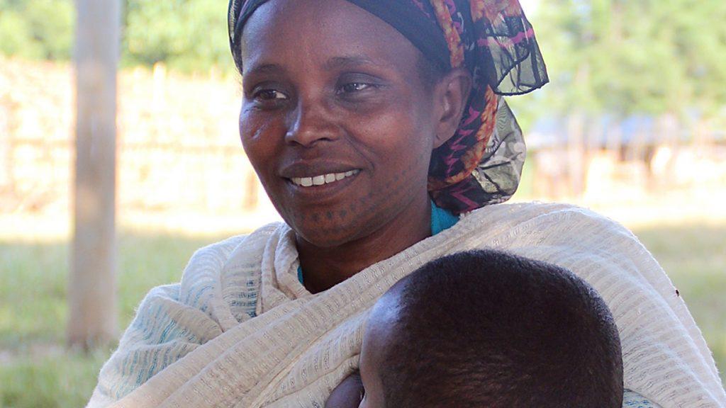 Für die Zukunft ihres Sohnes setzt sich Desi Boku in der Schule ein. Foto: Löhle